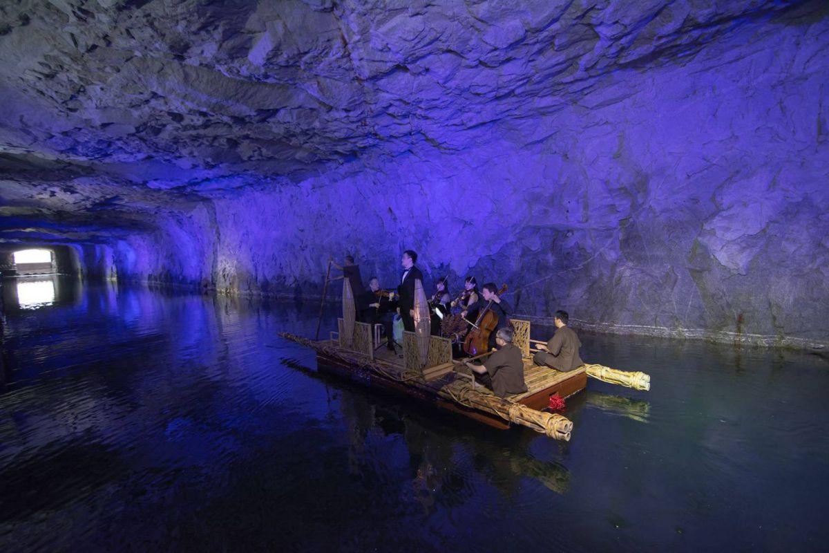 金門坑道音樂節,是張正傑偶然發現坑道是天然音樂廳而極力促成的聽覺饗宴。圖/張正傑提供