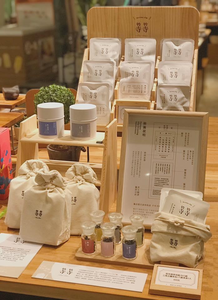 等等籤詩茶結合泡茶跟籤詩的概念,提供滿滿的正能量,深受市場喜愛。