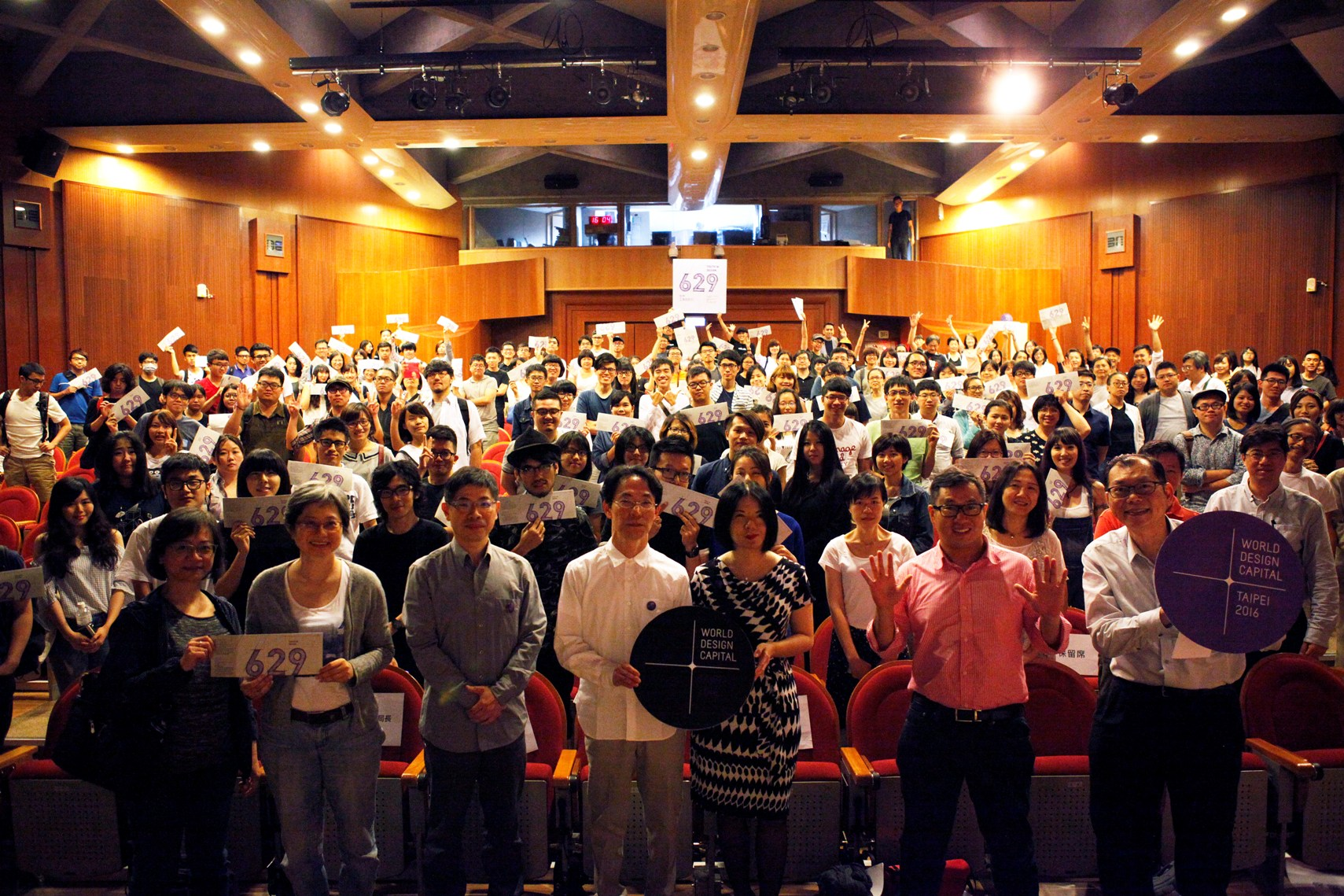 GK Design group photo with Taipei citizens
